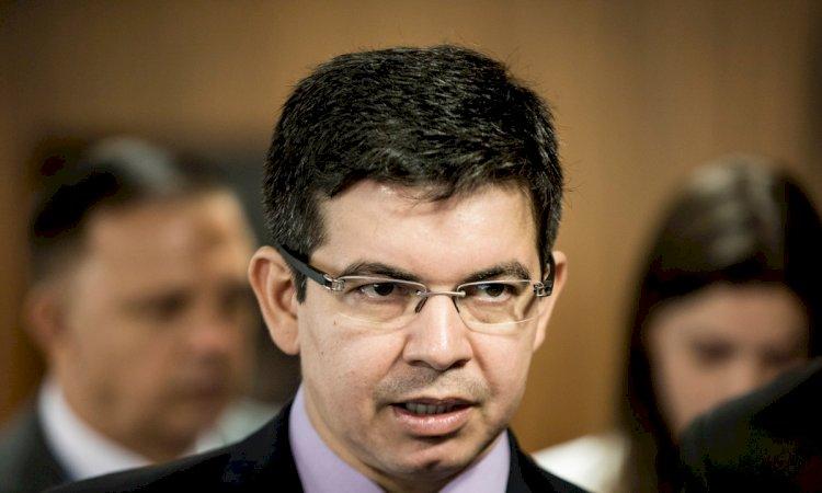 """""""Quero uma frente ampla do PSOL até o MBL"""", diz Randolfe Rodrigues"""