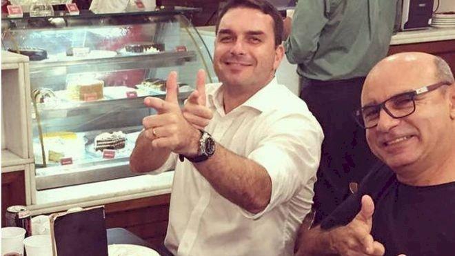 Juiz aponta Flávio Bolsonaro como chefe de quadrilha