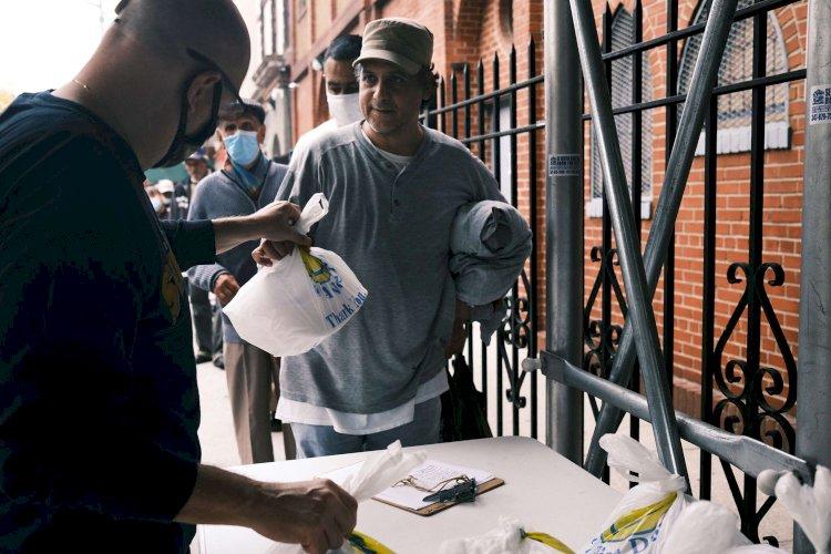 Filas da fome percorrem Nova York