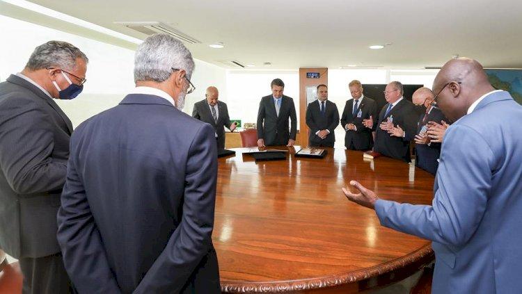 Um espectro ameaça o Brasil: a pentecostalização