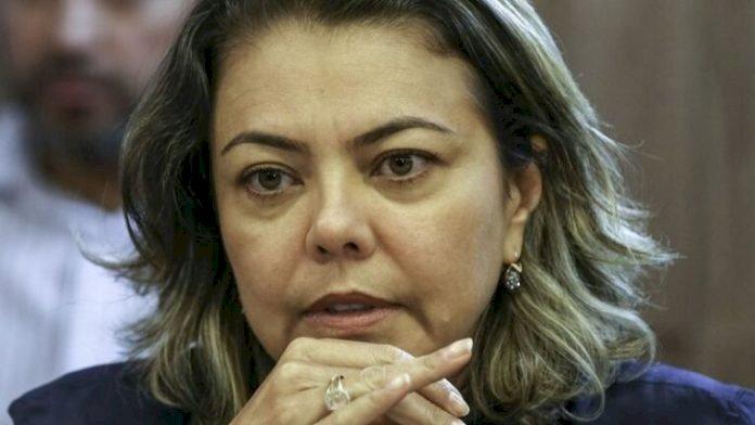 """""""TRF-5 emite sinal de celebração à morte"""", afirma Leila Barros sobre decisão que autoriza governo a comemorar golpe de 64"""