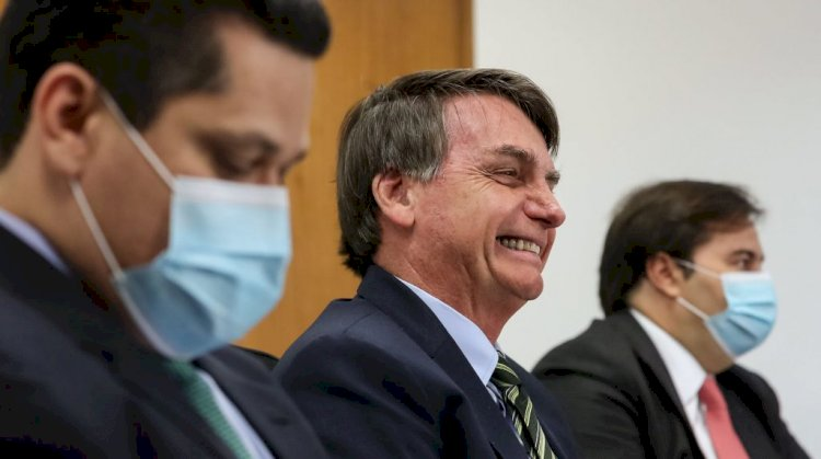 Bolsonaro pode estar mirando a democracia, diz editorial do Washington Post