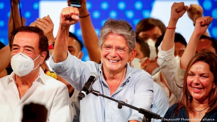 Direitista Lasso vence eleições no Equador; Arauz agradece por votos e militância
