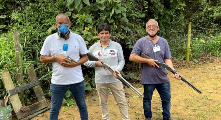 Chefe do Incra no RJ posta foto armado e camponeses veem ameaça