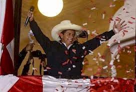 Pedro Castillo é eleito presidente do Peru com 50,125% dos votos