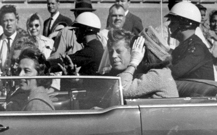 Oliver Stone diz que John Kennedyfoi 'assassinado pela CIA'