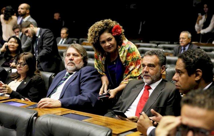 Plenário da Câmara aprova federações partidárias por larga maioria: 304 votos!