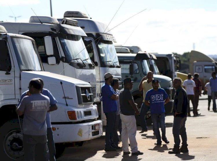 Frente de Caminhoneiros repudia atos antidemocráticos convocados por Bolsonaro